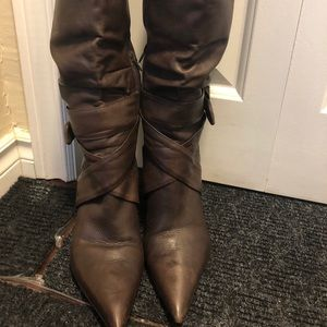 Slightly used leather boots made in Brazil
